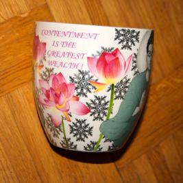 Den nya koppen uppläsaren dricker sitt kaffe med Merrys ur.