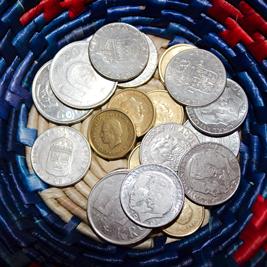 Växelkassa med gamla mynt.